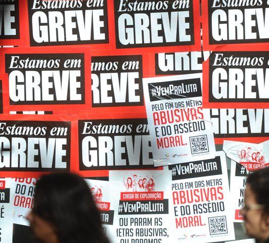 Bancários deflagram greve nacional por salário e condiçõ...