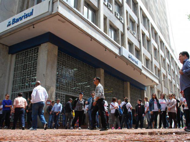 Greve dos bancários cresce pelo país e para 9.379 ...