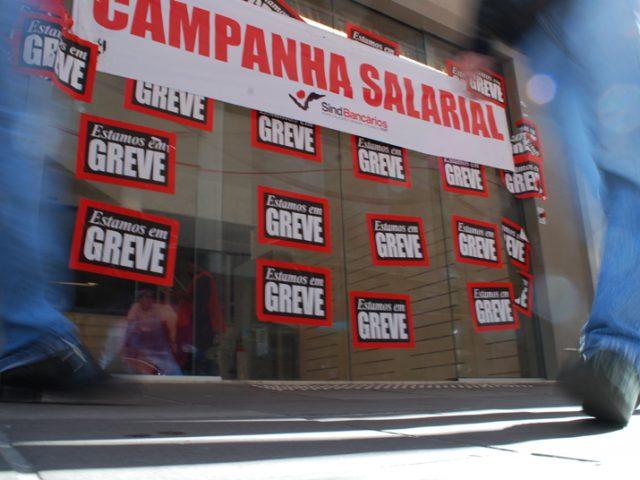 Bancários fazem Passeatão da GREVE pelo Centro de ...