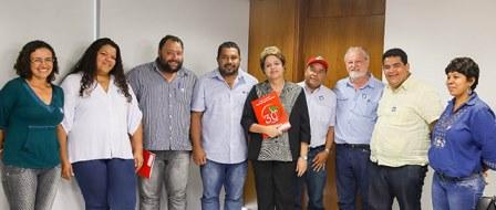 Em audiência com Dilma, MST cobra políticas emergenciais ...