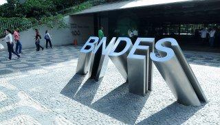 Luciano Coutinho vai permanecer na presidência do BNDES