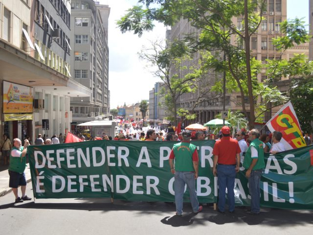 Bancários participam de ato que leva às ruas democracia, ...