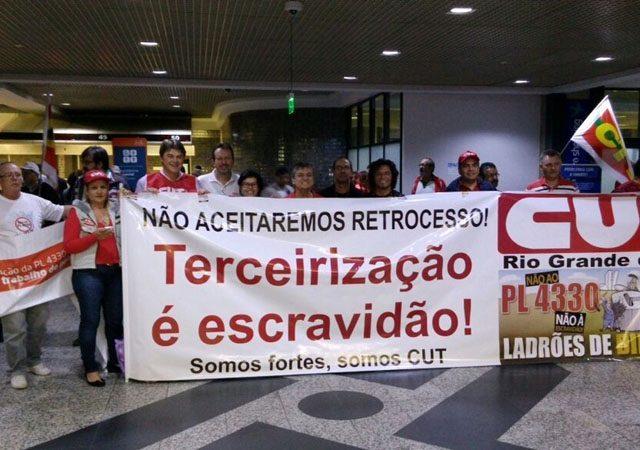 Centrais sindicais fazem nova vigília no aeroporto para pressionar ...
