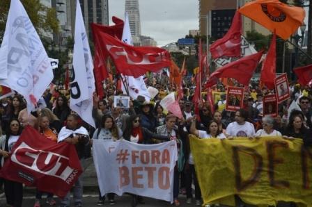 Milhares se unem em Curitiba e Brasília para repudiar ...