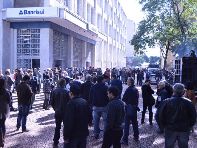 Banrisulenses fazem lucro do Banrisul crescer 28,5% no trimestre, apesar da ...