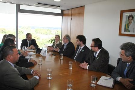 Bancários pedem ao governo Dilma ajuda para proteger empregos ...