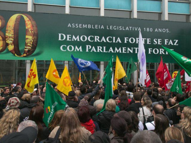 Governo Sartori aprova congelamento salarial do funcionalismo. Servidores falam em ...