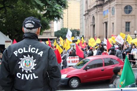 Marcha histórica de servidores públicos faz governo adiar ...