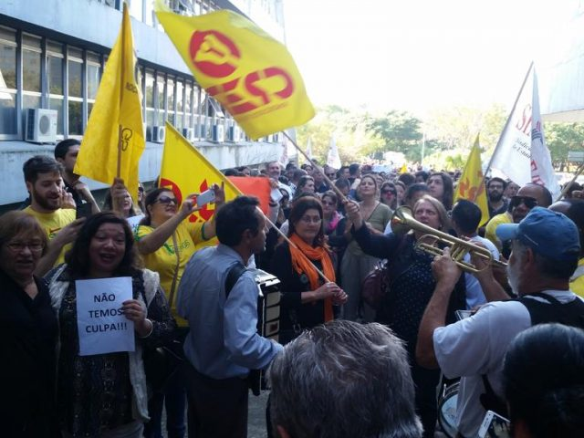 Servidores estaduais ameaçam com greve contra parcelamento de salá...
