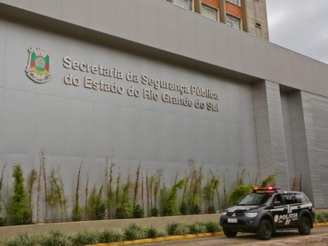Ladrões assaltam posto do Banrisul no prédio da ...