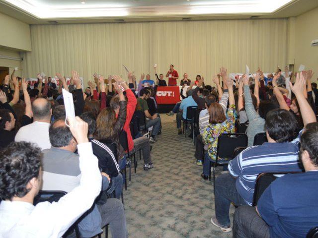 Bancários rejeitam proposta da Fenaban, em assembleia unânime, ...