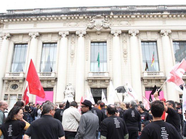 Bancários em GREVE mostram em ato de mobilização ...