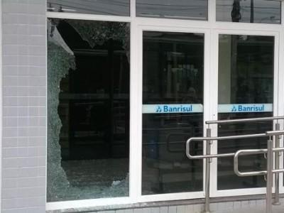 Agência do Banrisul em Cristal, na região Centro-Sul, foi explodida nesta sexta-feira