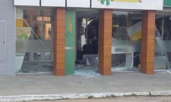 Criminosos levam dinheiro e arma do vigia de agência do Sicredi, no Centro da Capital