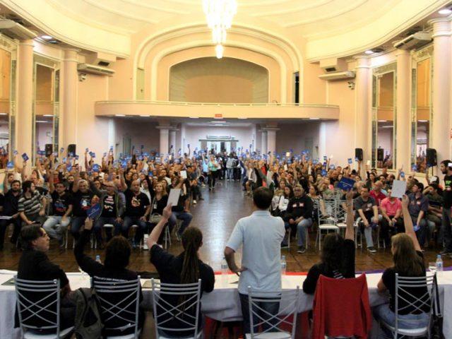 Banrisulenses decidem em assembleia por ampla maioria aceitar propostas, encerrar ...