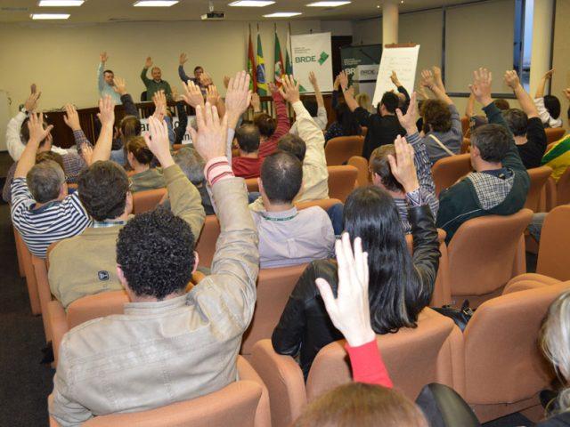Bancários do BRDE decidem por unanimidade em assembleia paralisar ...