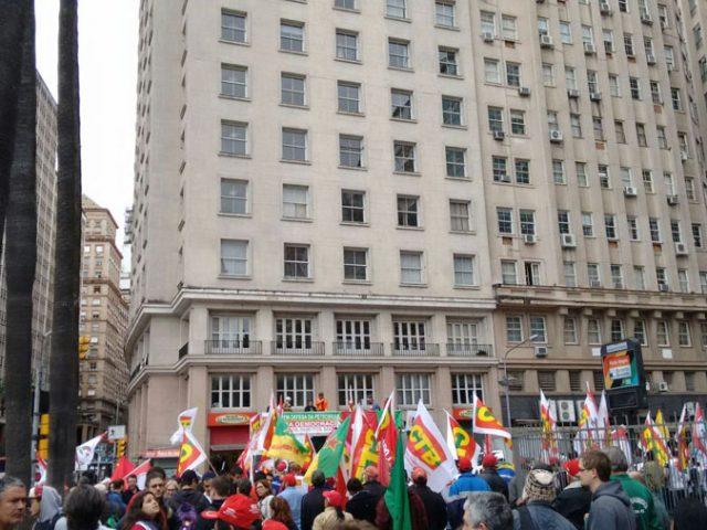 Ato da Frente Brasil Popular defende Petrobrás e democracia ...