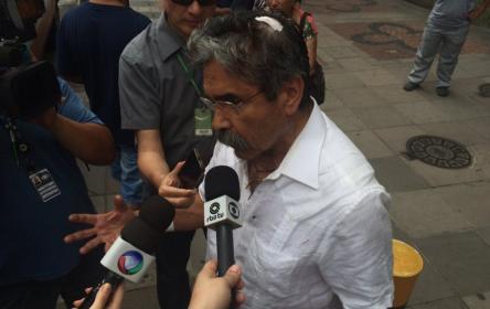 Ex-governador Olívio Dutra sofre agressão em ataque à lotaçã...