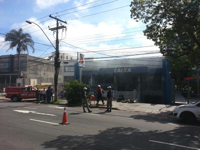 Assaltantes arrombam caixa forte e colocam fogo em agência ...
