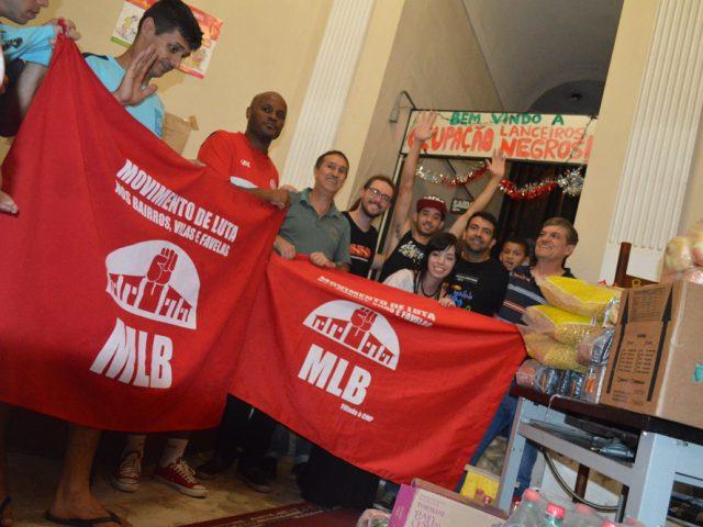 SindBancários ajuda moradores da Ocupação Lanceiros Negros a ...