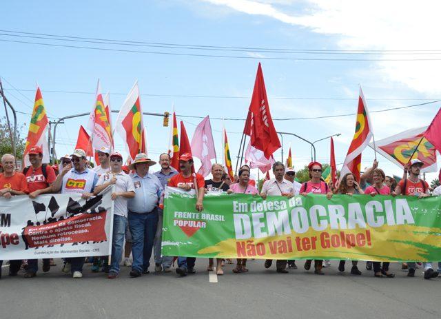 Trabalhadores realizam vigília contra o golpe nesta quarta em ...