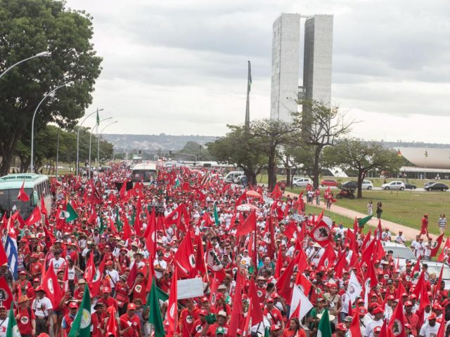 Movimentos lançam Frente Brasil Popular e marcham em defesa ...