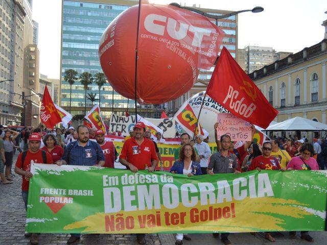 Manifestantes marcham nas ruas de Porto Alegre e defendem a ...