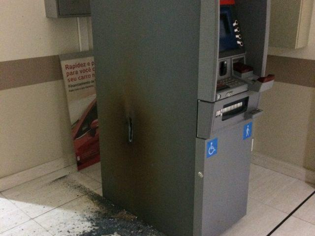 Criminosos tentam arrombar caixa eletrônico dentro de hospital em ...