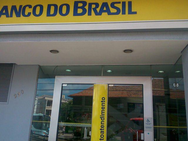 Banco do Brasil deve indenizar usuário de prótese ...
