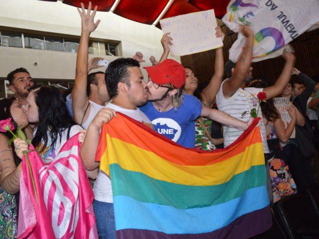 Seguidores de Bolsonaro agridem manifestantes que realizavam ato em defesa ...