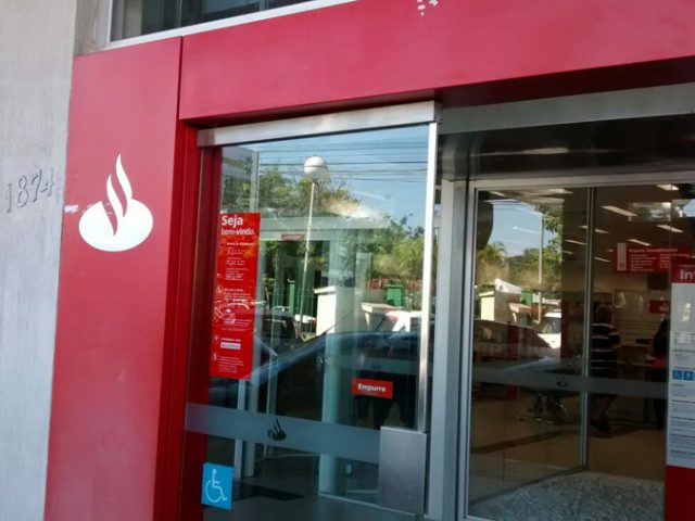 Santander anuncia fechamento de agências com preservação de ...