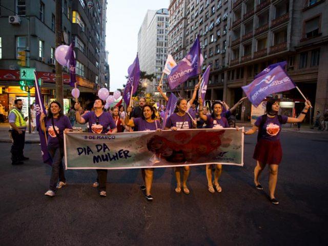 Bancárias saem às ruas para defender conquistas das mulheres, ...
