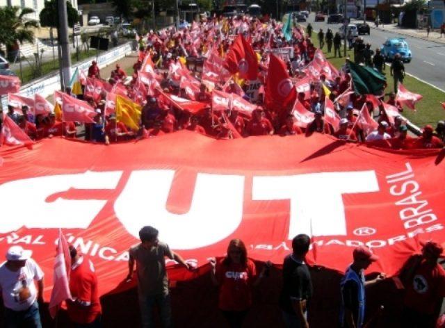 CUT-RS realiza vigília em defesa da democracia e contra ...