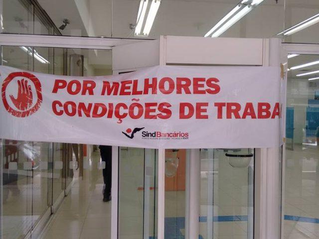 Agência do Itaú em Porto Alegre fica fechada por ...