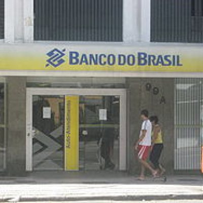 Nas sextas-feiras de outubro, empregados do Banco do Brasil vestem preto contra desmonte do banco