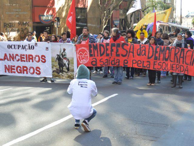 Moradores da Ocupação Lanceiros Negros e trabalhadores fazem caminhada ...