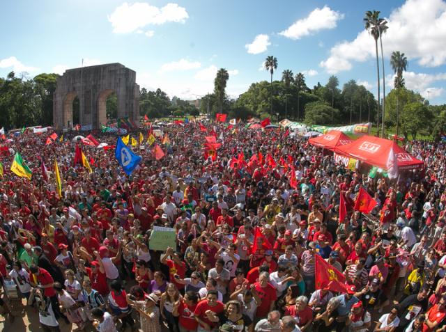 CUT-RS realiza ato de 1º de maio no Parque da Redençã...