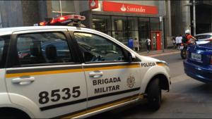 Criminosos rendem vigias e assaltam agência do Santander no ...