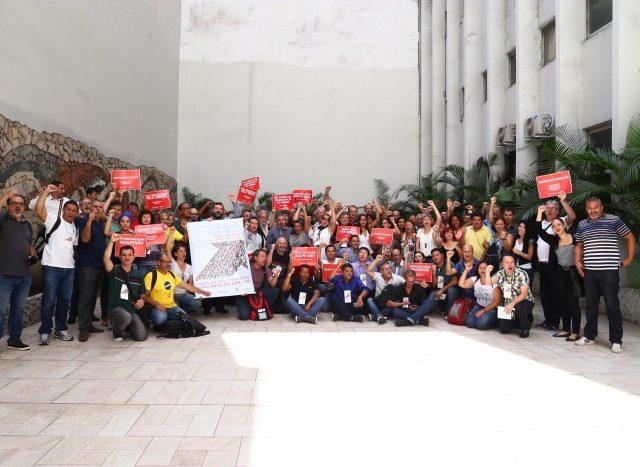 Trabalhadores do Santander definem pauta para renovação do aditivo à ...