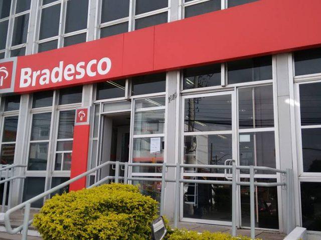 Clientes HSBC já podem sacar e pagar contas em terminais ...