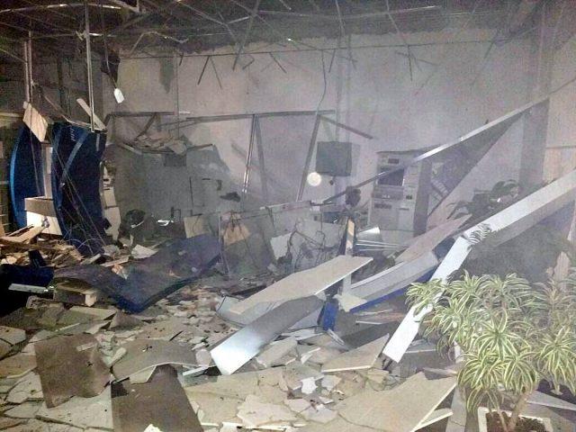 Ladrões explodem agência do Banrisul no bairro Ana ...