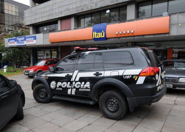 Criminosos armados ameaçam funcionários e assaltam agência ...