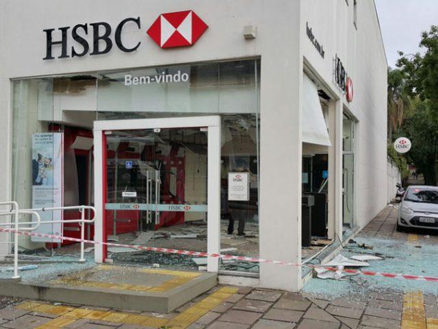Assaltantes explodem agência do HSBC na Avenida Teresópolis, ...