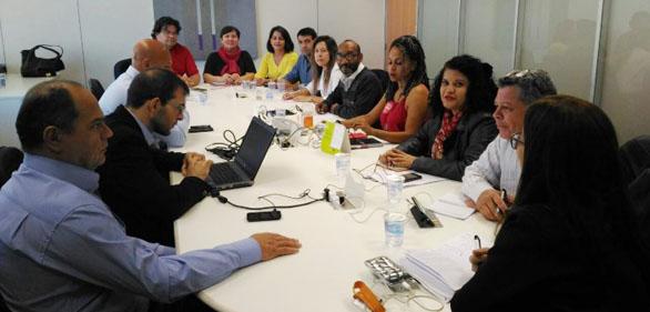 Bancários do Itaú debatem programa de readaptação no ...