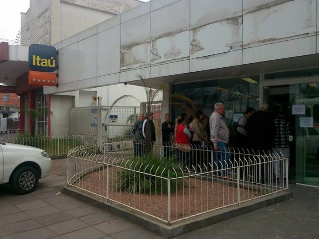 Agência Itaú da Cavalhada, em Porto Alegre, fica fechada ...