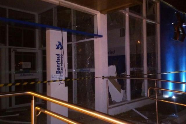 Criminosos assaltam Banrisul em Rodeio Bonito e fogem levando bancá...