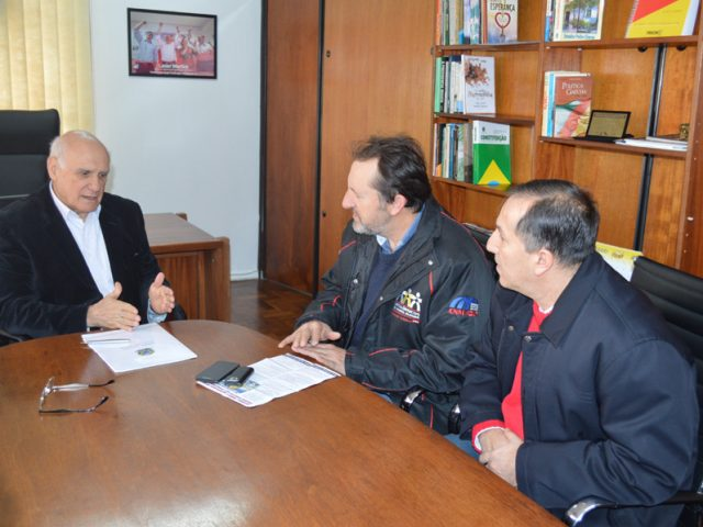 Senador Lasier recebe SindBancários e centrais sindicais e garante ...