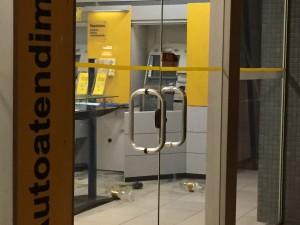 Criminosos  usam maçarico para abrir caixa eletrônico do ...