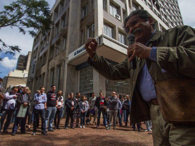 Em aula pública na praça, Olívio Dutra ...