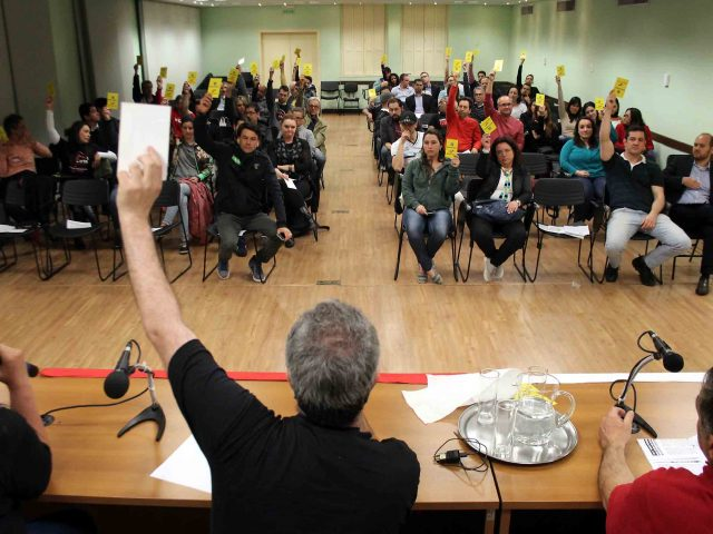 SindBancários chama colegas do Banco Topázio para assembleia ...